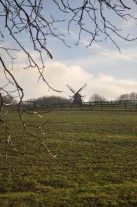 Kappenwindmühle in der Ferne